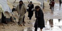 洪水により、苦境にさらされているヨルダン難民キャンプの人びと。(C) AFP/Getty Images