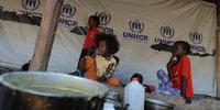 ケニヤ当局は、難民であふれかえったキャンプにソマリ人数千人を強制移転させようとしている。(C)SIMON MAINA/AFP/Getty Images.