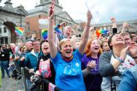 """同性婚に歴史的""""YES"""" 国民投票で初"""