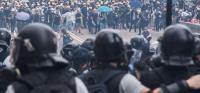 香港警察の暴力 問われぬ責任 不信拡大