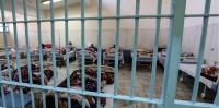 過密で感染対策もずさんな刑務所