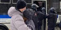 目に余る弾圧で拘束される抗議市民