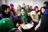家庭内暴力から逃れ、 シェルターで暮らす女性たちを支援する活動家 ©Marcus Perkins for Amnesty International