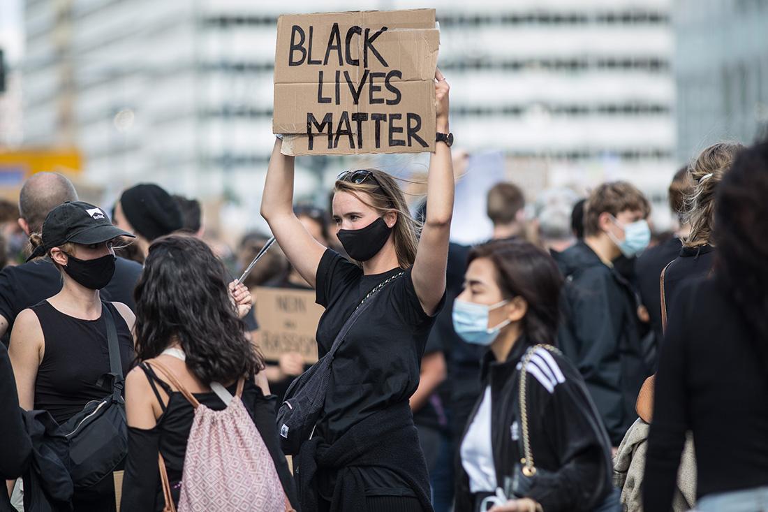 人種差別と警察の暴力に反対するサイレントデモ