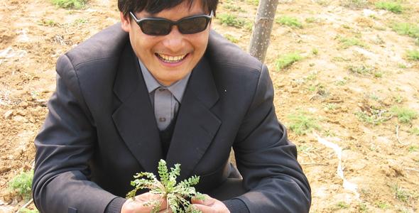 「不屈力」― 亡命から5年 盲目の人権活動家、初来日!