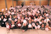 中東・北アフリカ各地で起きている、民衆による改革の要は、勇敢な女性たちで あった。2012年3月18日のアムネスティ日本の総会の場で、彼女 たちとの連帯を 表明するアクションを行った様子。