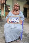 自宅に攻撃をうけ、3人の息子を失った母親 2012年3月