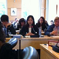 NGO公式ブリーフィングで死刑について発言する、アムネスティ東アジア担当職員