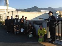 松山刑務所前にて