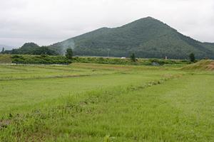 刑務所前から見える山