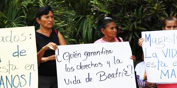 Women in El Salvador campaign for Beatriz