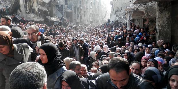 1月31日、包囲が続くヤムルークキャンプで国連の支援物資を待つ住民(C)unrwa.org
