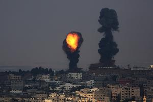 50日間の紛争で2100人のパレスチナ人、70人のイスラエル人が命を落とした。(C)epa