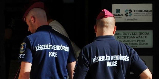ハンガリー当局のNGOに対する攻撃は、魔女狩りにほかならない。(C) ATTILA KISBENEDEK/AFP/Getty Images