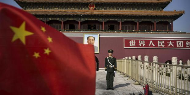 A Chinese soldier stands guard in front of Tiananmen Gate outside the Forbidden City on October 27, 2014 in Beijing, China(C)Kevin Frayer/Getty Images