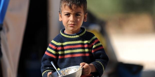 シリアの難民キャンプに暮らす少年(C) AFP/Getty Images