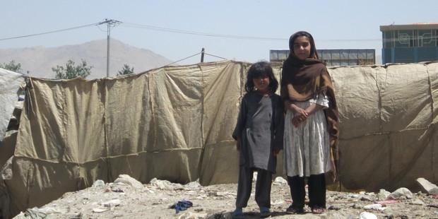 アフガニスタンの難民キャンプの子どもたち。(C)AI