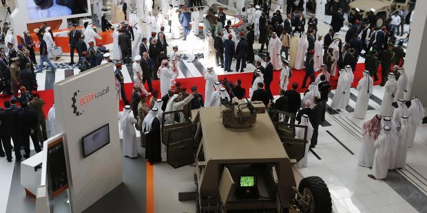 多様な通常兵器や軍需物資が並ぶ武器見本市 (C) KARIM SAHIB/AFP/Getty Images