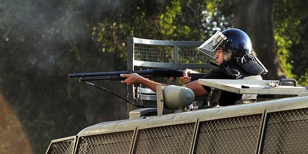 数カ国がエジプトに提供する大量の武器が市民の殺傷兵器と化している。(C)FAYEZ NURELDINE/AFP/Getty Images