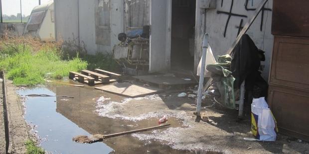 トール・ド・センチ・キャンプ。ロマの人びとは、劣悪な環境で生活している。(C)