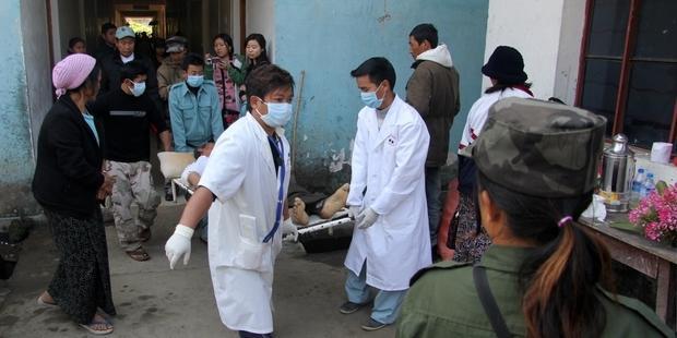 カチン州ライザで、ビルマ軍の空爆で市民が死傷した Tony Neil/AFP/Getty Images