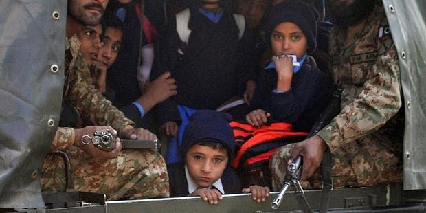 犠牲者のほとんどが、学校に通う子どもだった。(C)AFP/Getty Images