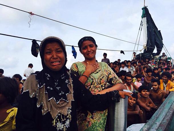 ミャンマーやバングラデシュからのがれてきた人たち。子供や女性を含む約350人を乗せたボートは、2カ月以上にわたり、タイ、マレーシア沖を漂流した。(2015年5月19日撮影) ©Thapanee Ietsrichai