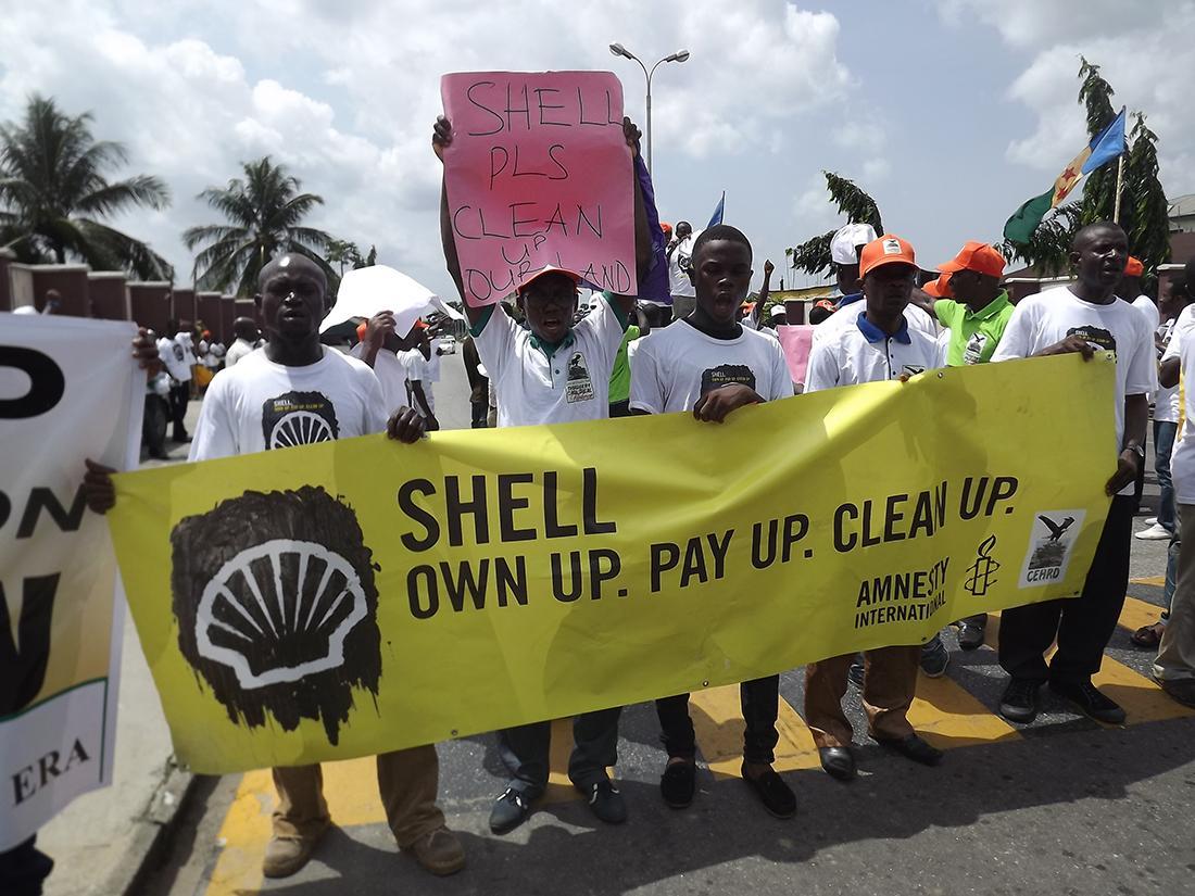 シェル社に原油流出事故の責任を取るよう訴えるキャンペーン
