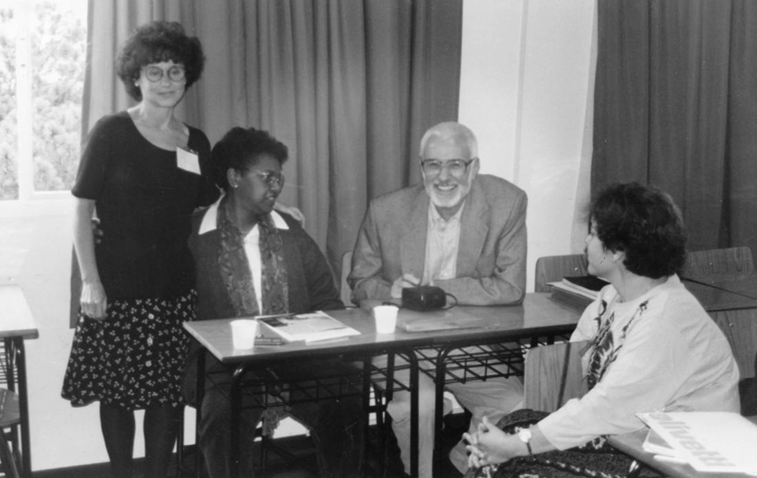 釈放から20年以上経った1995年12月にサンパウロで行われたアムネスティの会議で、ルイスさん(写真右から2番目)は「私のケースが世間の知るところとなり、もう殺されることはないのだと思いました。私に対する当局の扱いも変わりました」と語った。