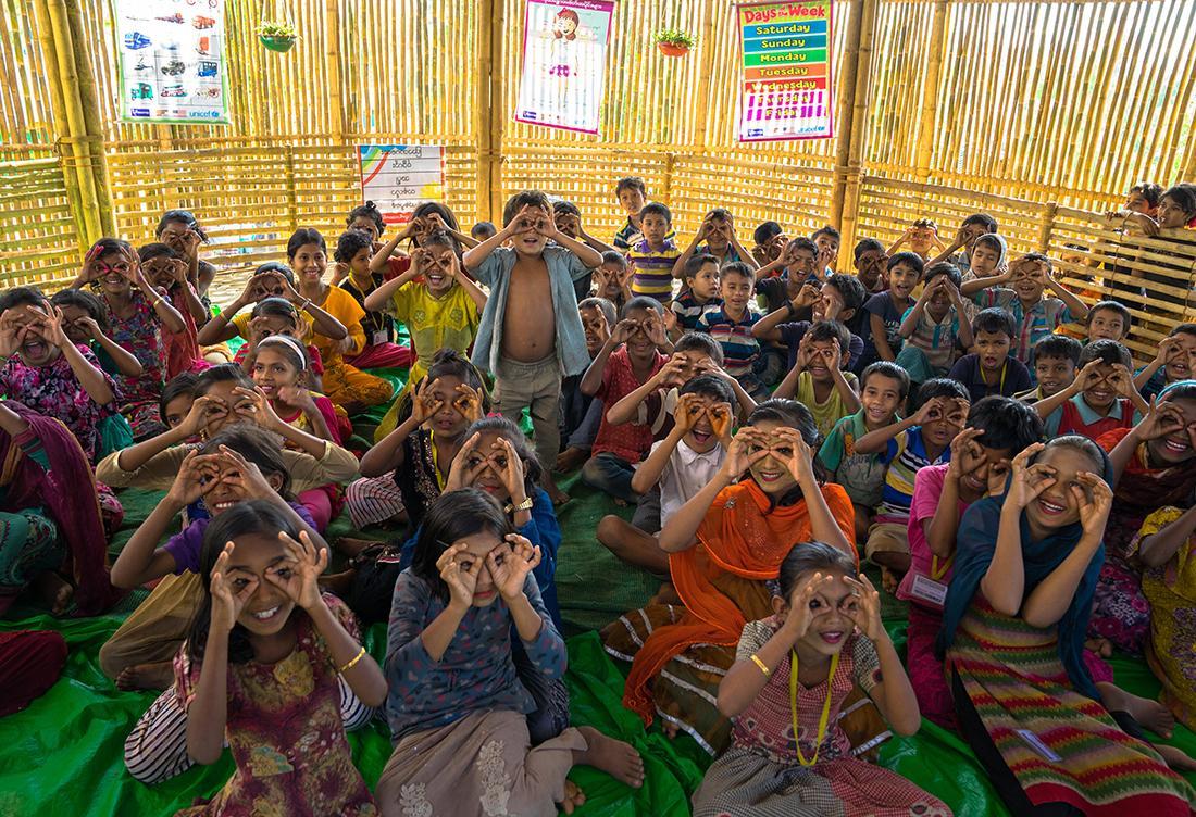 ロヒンギャ難民キャンプにある学習センター「フレンドシップ」で学ぶ子どもたち