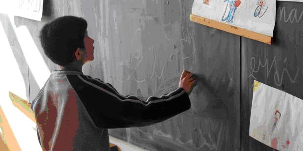 アムネスティは2006年以来、スロバキアのロマ分離教育の現状を記録してきた。(c)AI