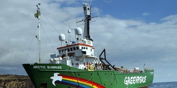 グリーンピース船の活動家約30人がロシア治安部隊に拘束された。(C)SAMUEL ARANDA/AFP/Getty Images